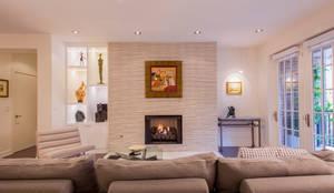 غرفة المعيشة تنفيذ FORMA Design Inc.