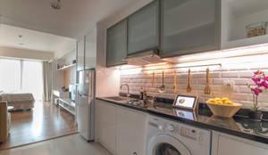 Kemang Village - Studio Apartment:  Dapur by INTERIORES - Interior Consultant & Build