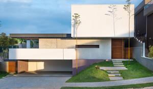 Residência Boa Vista: Casas minimalistas por Padovani Arquitetos + Associados