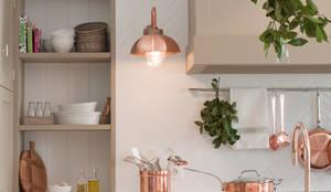 klassische Küche von DEULONDER arquitectura domestica