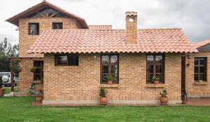 : Casas de estilo rural por Ensamble de Arquitectura Integral
