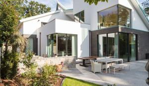 Gartenseite: moderne Häuser von DIEPENBROEK I ARCHITEKTEN