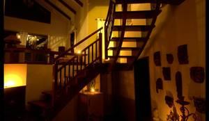 Sharada: eclectic Corridor, hallway & stairs by Sandarbh