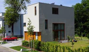 Süd-Ost Ansicht:  Einfamilienhaus von PlanKopf Architektur