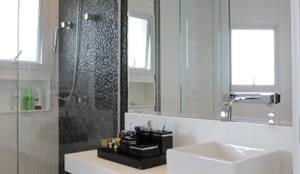 Banheiro: Banheiros modernos por Daniel Kalil Arquitetura