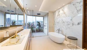 Baño Principal: Baños de estilo ecléctico por EspacioInterior