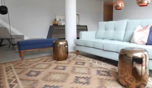 Sala de Estar: Salas de estar ecléticas por Tangerinas e Pêssegos