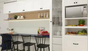 COZINHA | Cristaleira + fruteira + mesa de pequenas refeições: Cozinhas pequenas  por CASA DUE ARQUITETURA