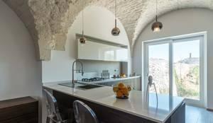 Villa FC: Cucina attrezzata in stile  di ABBW angelobruno building workshop