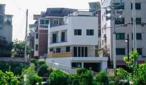 around. Park.: AAPA건축사사무소의  일세대용 주택