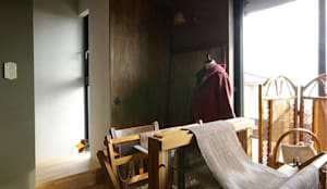 mori-山 アトリエのある黒い家 / アトリエ2: 一級建築士事務所アールタイプが手掛けた書斎です。