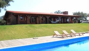 RUSTICASA | Casa unifamiliar | Santo Estevão: Casas de madeira  por Rusticasa