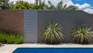 tropischer Garten von Le Jardin Arquitectura Paisagística