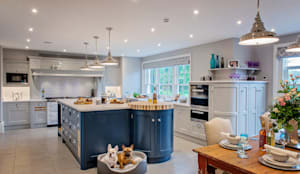 Mr & Mrs G, Kitchens - Maidenhead:  Built-in kitchens by Raycross Interiors