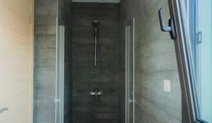 Egeli Proje – Ortak Banyo - Duş: modern tarz Banyo
