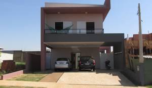 Casas de estilo moderno por João Paulo Gomes Arquitetura