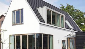 Spaarnegevel: moderne Huizen door Archstudio Architecten | Villa's en interieur