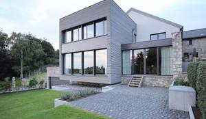 Sanierung und Umbau eines alten Hofgebäudes: moderne Häuser von Architekturbüro Sutmann