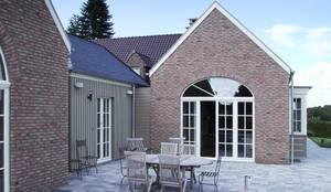 Sanierung und Erweiterung eines Landhauses in Raeren/ Belgien: landhausstil Häuser von Architekturbüro Sutmann