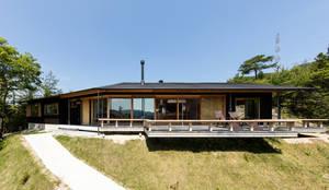外観: 神家昭雄建築研究室が手掛けた木造住宅です。,モダン 木 木目調