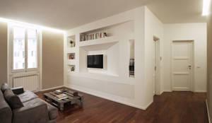 Ristrutturazione Completa di una Casa a Firenze: Ingresso & Corridoio in stile  di JFD - Juri Favilli Design