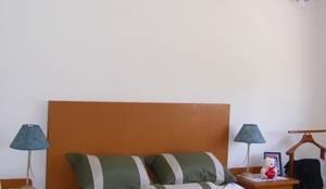 VIVIENDA ROLDAN 1: Dormitorios de estilo escandinavo por ECOS DE SOL (Ingeniería y Construcción)