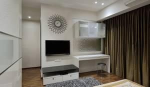 Bedroom 1: modern Bedroom by The Workroom