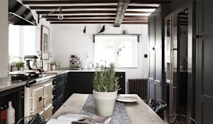 Thatched Cottage | Kitchen: eclectic Kitchen by Fawn Interiors Studio