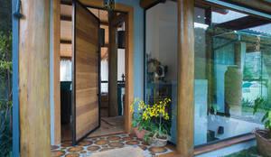 Porte in stile  di Giselle Wanderley arquitetura