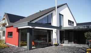 Einfamilienhaus in Mönchengladbach:  Einfamilienhaus von Architektur- und Ingenieurbüro Dipl.-Ing. Rainer Thieken GmbH