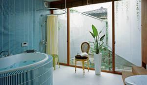 e-house: 福島加津也+冨永祥子建築設計事務所が手掛けた浴室です。
