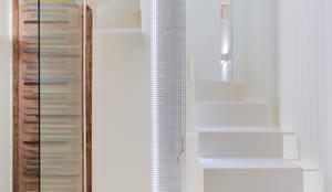 CASA SANT JOSEP: Pasillos y vestíbulos de estilo  de Lara Pujol  |  Interiorismo & Proyectos de diseño