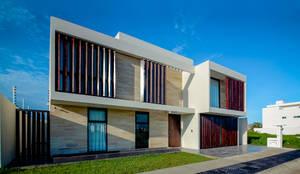Casa MG: Casas unifamiliares de estilo  por COUTIÑO & PONCE ARQUITECTOS