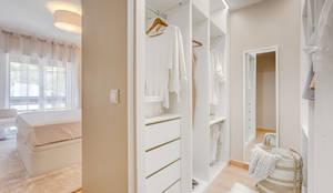 landhausstil Ankleidezimmer von Santiago | Interior Design Studio