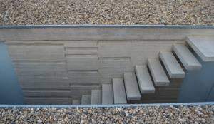 Casa Entre Patios: Escaleras de estilo  por XXStudio,