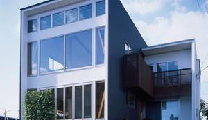 経年変化を楽しむ家: 株式会社 井川建築設計事務所が手掛けた家です。