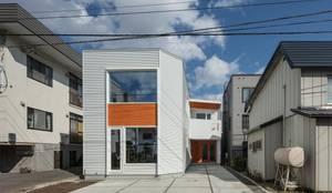 T字路の家: 富谷洋介建築設計が手掛けた家です。