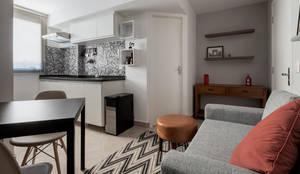 Cozinha Integrada com Sala de Estar e Hall de entrada - Ambientes Modernos e Contemporâneos: Cozinhas embutidas  por Decoradoria