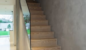 Wooden Stairs with microcement feature wall :  Stairs by Cemlux