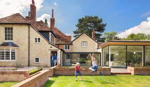 Country affair: modern Kitchen by Kitchen Architecture