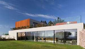 Long Island Retreat: modern Kitchen by Kitchen Architecture