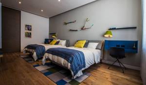 Casa del Tec, Residencia Ithualli: Recámaras infantiles de estilo  por IAARQ (Ibarra Aragón Arquitectura SC)