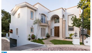 fachada de ingreso: Casas ecológicas de estilo  por Excelencia en Diseño