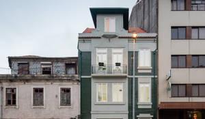 Fachada Rua de Camões, Porto: Habitações  por Pedro Ferreira Architecture Studio Lda