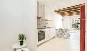 Apartamento en Poble Sec: Cocinas de estilo mediterráneo de Gramil Interiorismo II