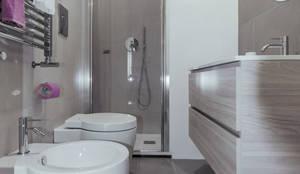 Bagno piccolo quadrato di minimarchitetti ristrutturazione bagni