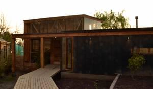 Acceso: Casas de estilo moderno por PhilippeGameArquitectos
