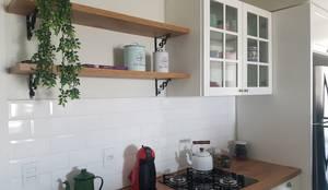 Residência TJ: Cozinhas escandinavas por Consilium Arquitetura