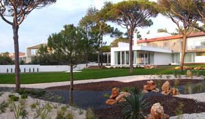 Casa 7 Qtª da Marinha Cascais – Habitação unifamiliar: Jardins modernos por Triplinfinito arquitetura, design e vídeo Lda