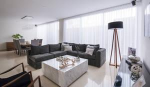 Sala: Salas de estilo  por René Flores Photography